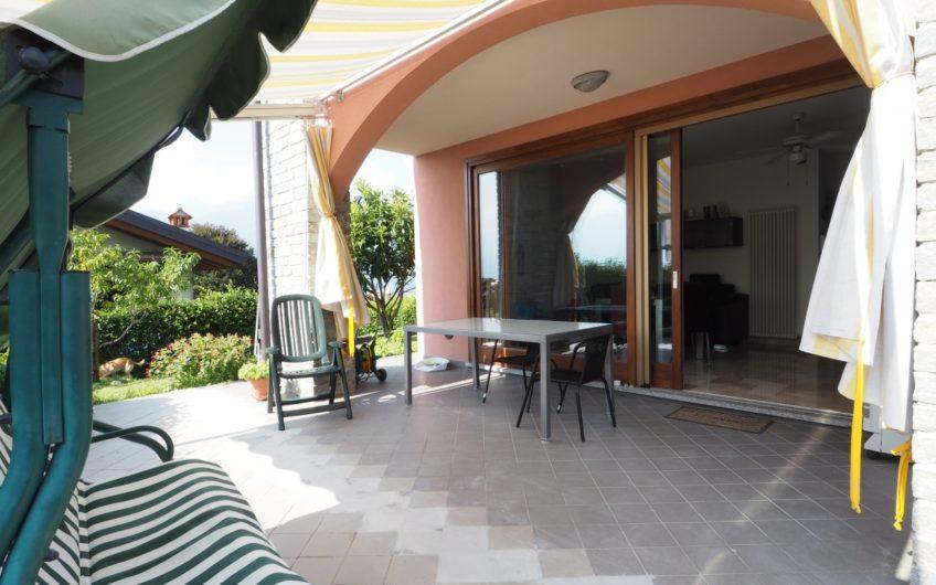 Stupendo appartamento con giardino e terrazza, Vista Lago!