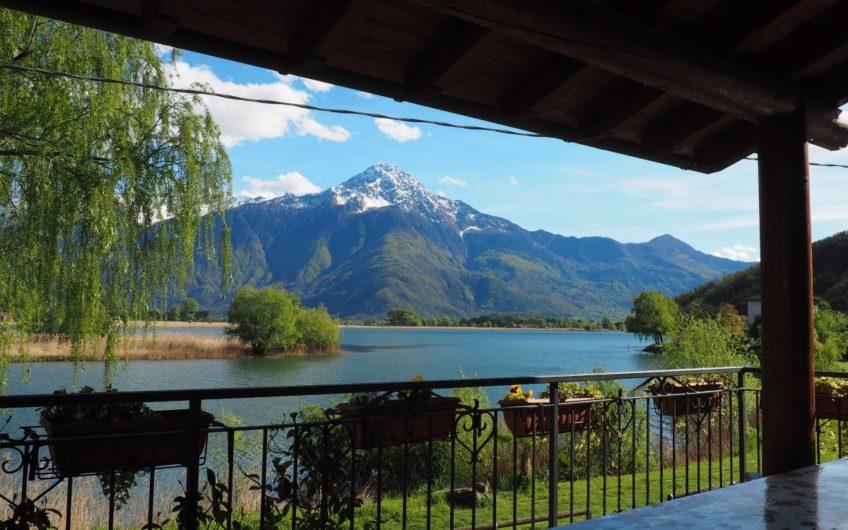 Villa Fronte Lago! Sasso a vista e curatissimo giardino!