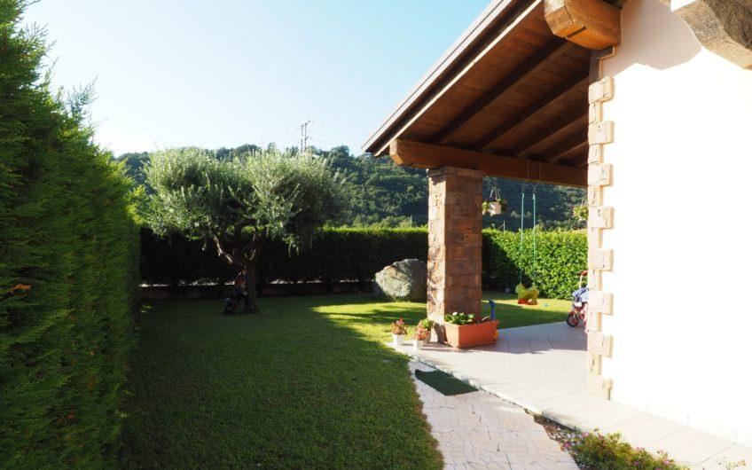 Ottima Villetta con giardino e box!