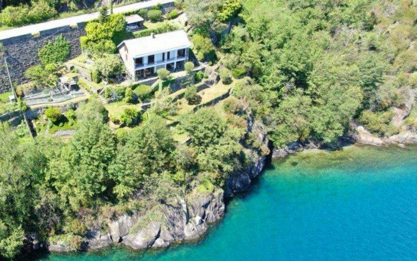 Fronte Lago, Villa da sogno