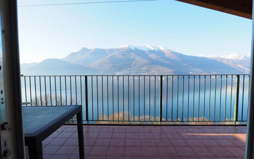 Attico con terrazza stupenda vista lago!