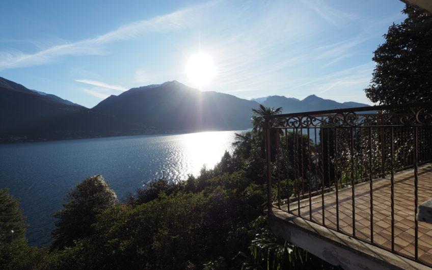Villa con stupenda Vista Lago e 1500mq di giardino!