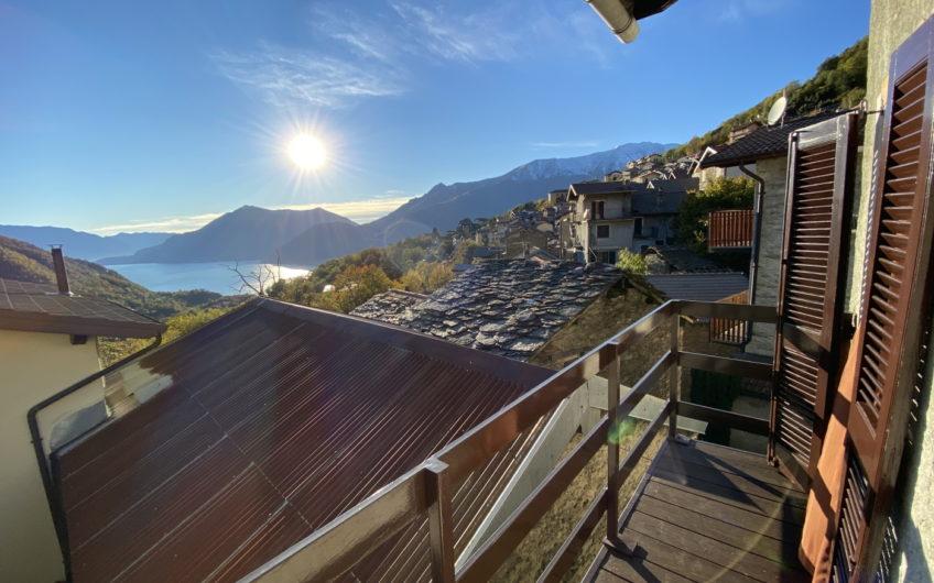 Casa indipendente con balcone vista lago!