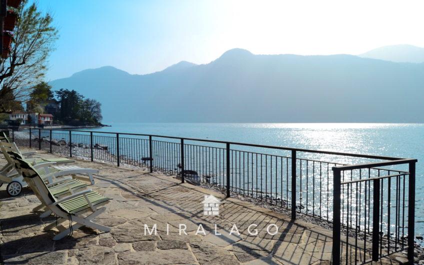 Villa riva lago