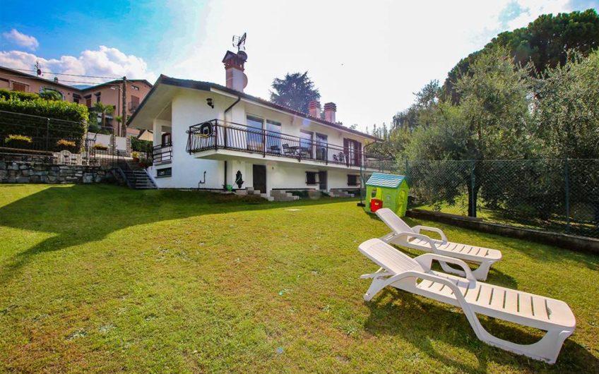 Olgiasca, Villa vista lago