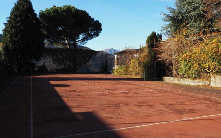 Villa Ginevra: giardino e campo da tennis!