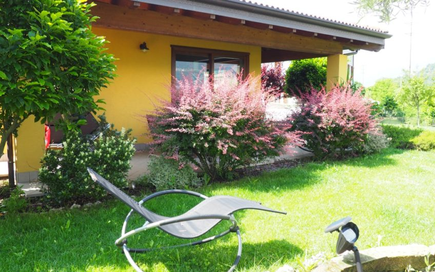 Vicinissima Lago, Villa indipendente!