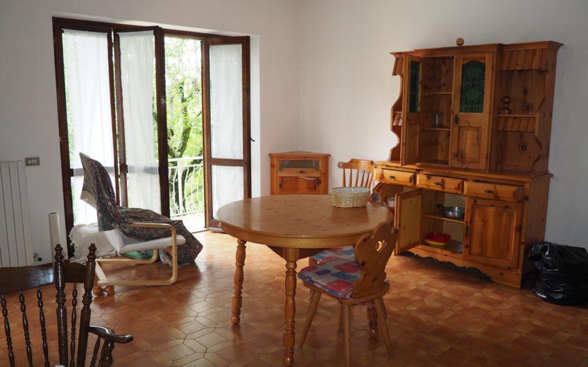 Villa composta da due appartamenti, con giardino!