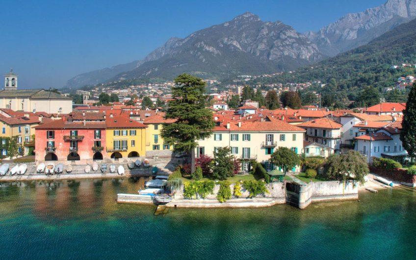 Villa D'Epoca fronte Lago!
